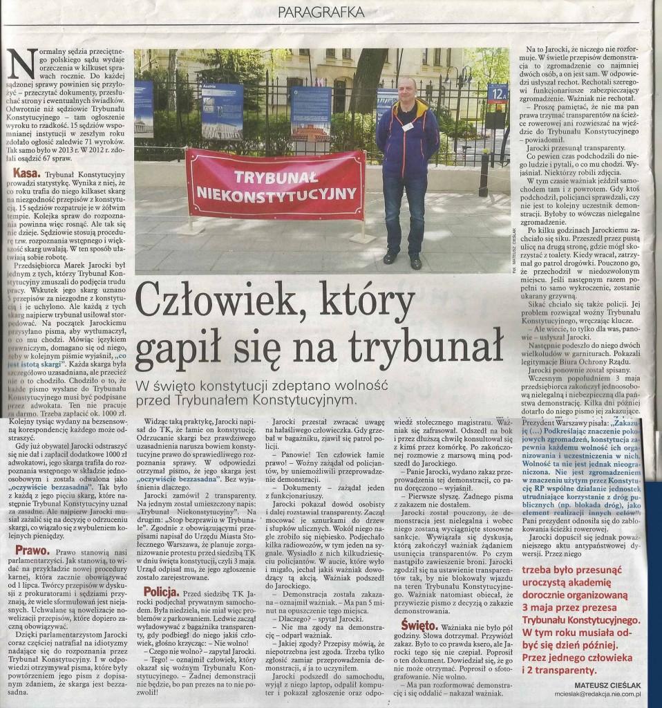 """""""NIE"""", nr 21/2015, """"Człowiek, który gapił się na trybunał"""", aut. Mateusz Cieślak"""