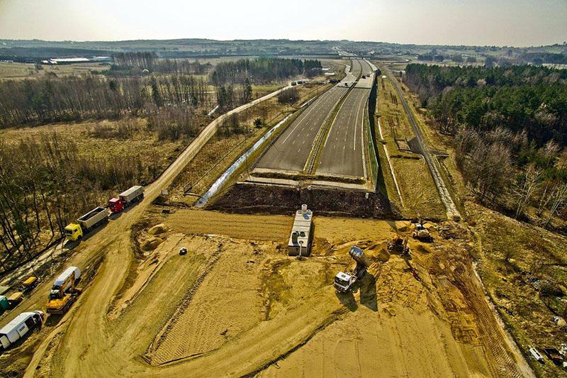 Problemy przy budowie autostrad spowodowały problemy tysięcy Polaków